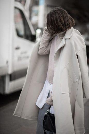 layering-minimalist-style-white-shirt3-800x1200